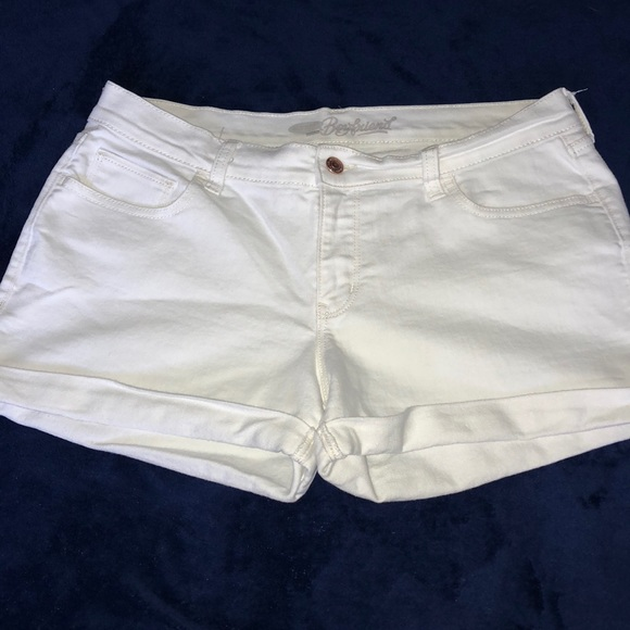 Old Navy Pants - Old Navy Boyfriend White Jean Short - Size 8